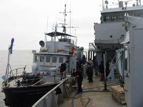 """<em>La lancha hidrográfica CORMORÁN amadrinada al buque de la Armada de Uruguay """"SIRIUS""""</em><br><br>"""