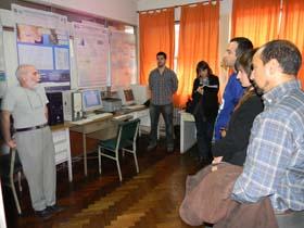 <i>El Ingeniero Donofrio, titular de la Sección Mareas, explicando sus tareas</i><br><br>