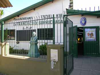 """<i>Escuela Nº38 apadrinada por el Servicio de Hidrografía Naval (SIHN)  """"Dr Francisco de Gurruchaga"""" ubicada en el partido de Lanus</i><br><br>"""