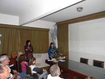 <em>La Lic. Ana María Mendoza presentando a los Licenciados encargados del Curso / Taller <br>  </em>