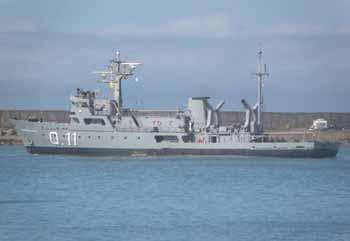 <em>Buque Hidrográfico Comodoro Rivadavia zarpando de su  apostadero en Mar del Plata.</em>