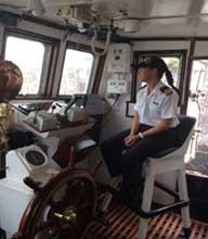 <em>El Director del Servicio de Hidrografía Naval CL (RE) Lic. Andrés R. Di Vincenzo toma juramento a la TF Di Carlo.</br> Foto gentileza Gaceta Digital.</br></em>
