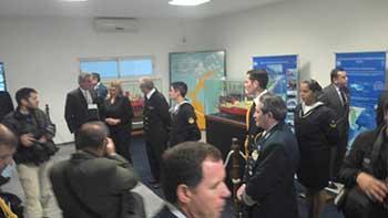 <em>Vista general del stand del SHN durante la visita del Ministro de Defensa, Ing. Rossi y del Jefe del Estado Mayor General de la Armada, VL Gastón Erice.</em>