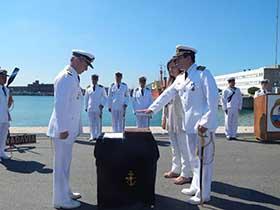 Señor Comandante A.P.B.H. tomando juramento al Capitán de Corbeta Carlos Manuel Reynoso