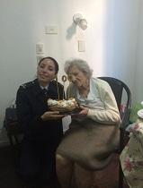 Sra. Pilar Carballo junto a la Oficial de la Lancha ARA <q>Cormorán</q>.