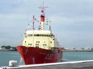 Arribo del Buque Oceanográfico ARA <q>Puerto Deseado</q> de la CAV2015/2016.