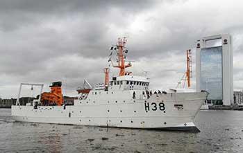 Navío Hidrooceanográfico <q>Cruzeiro do Sul</q> arribando al Puerto de Buenos Aires, Argentina para su participación en la 10° Reunión de la Comisión Hidrografica del Atlántico Sudoccidental(CHAtSO).