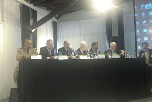 Panel expositor en encuentro 2017.