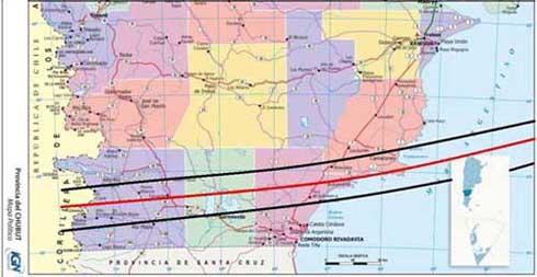 Fig. 2: A las 10hs 37min (HOA) el eclipse anular  comenzará a ser visible en el sur de la provincia del Chubut y a las 10:43 cruza sobre la Bahía Camarones, con su centro a unos 5 km al norte del Cabo Dos Bahías.